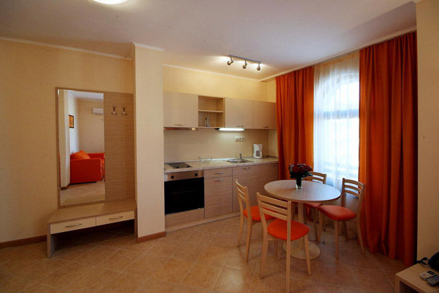 Royal Sun Apartments - Kitchenette