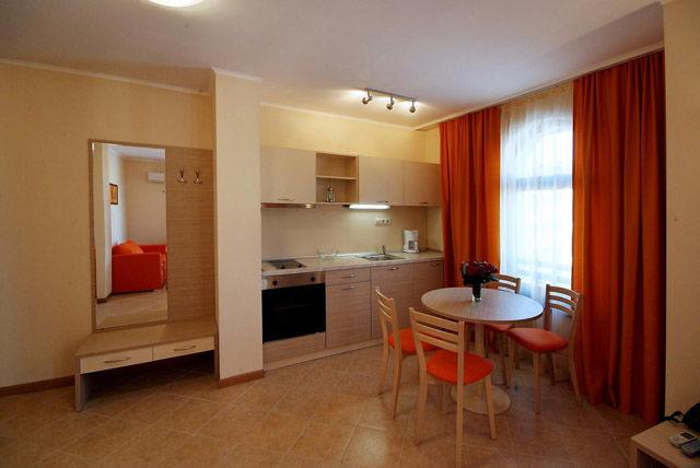 Royal Sun Apartments - Kitchenette